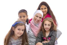 Lycklig muslimsk moder och döttrar royaltyfria bilder