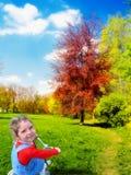 lycklig natur för flicka Arkivfoton