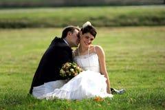 lycklig nygift person för par fotografering för bildbyråer