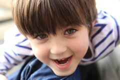 Lycklig och gullig ung pojke Fotografering för Bildbyråer