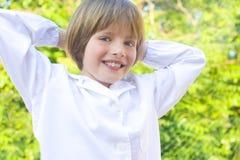 Lycklig och le pojke Royaltyfria Foton