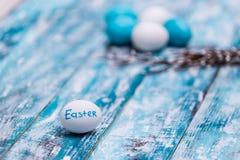 Lycklig påskbakgrund, ägg, grupp för pussypil Royaltyfri Fotografi