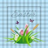 Lycklig påsktext på cell- bakgrund med gräs, tusenskönor och kaninöron för påsk- hälsningkort Royaltyfria Foton