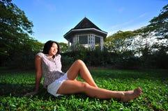 lycklig park för 15 flicka Arkivbild