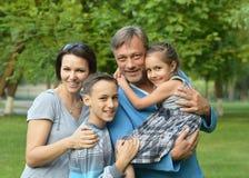 lycklig park för familj Fotografering för Bildbyråer