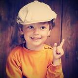 Lycklig pojke i en landsstil Fotografering för Bildbyråer