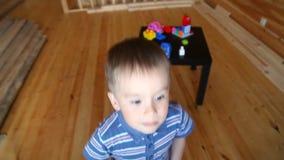 lycklig pojke little lager videofilmer