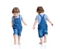lycklig pojke little som kör Främre och bakre sikt Fotografering för Bildbyråer