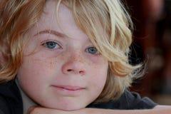 Lycklig pojke med fräknar Royaltyfria Foton