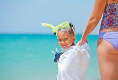 Lycklig pojke på stranden Royaltyfri Foto