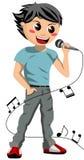 Lycklig pojke som sjunger med mikrofonen Arkivbild