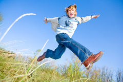 lycklig pojkedans Arkivbilder
