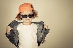 Lycklig pojkemodell Lycklig pojkemodell Arkivbilder