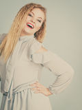 Lycklig positiv le blond kvinna Royaltyfri Fotografi