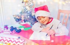 Lycklig pyshandstilbokstav till Santa Claus royaltyfri fotografi