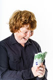 Lycklig rödhårig pojke med pengar Arkivbild