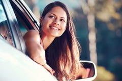 Lycklig Roadtrip kvinna royaltyfria bilder