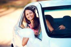 Lycklig Roadtrip kvinna arkivbild