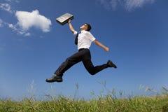 lycklig running för affärsman Arkivfoto