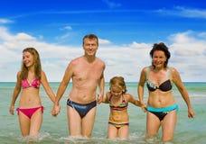 lycklig semester för familj Arkivfoton