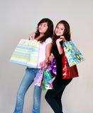 lycklig shopping för flickor royaltyfri bild