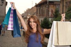 Lycklig shoppingflicka Royaltyfri Fotografi