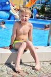 lycklig simning för pojke Royaltyfri Bild