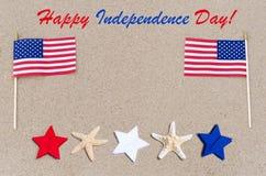 Lycklig självständighetsdagenUSA bakgrund med amerikanska flaggan, stjärnor Arkivfoto