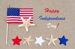 Lycklig självständighetsdagenUSA bakgrund med amerikanska flaggan, stjärnor Arkivfoton