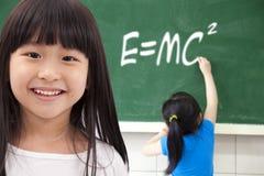 lycklig skola för flickor Royaltyfri Bild