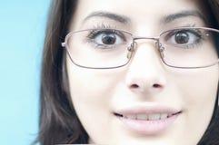 lycklig slitage kvinna för framsidaexponeringsglas Royaltyfri Bild