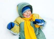 lycklig snow för barn fotografering för bildbyråer