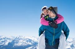 lycklig snow för par royaltyfri foto