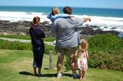 lycklig sommar för familj