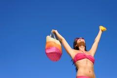 Lycklig sommar med sunscreenhudskydd arkivbild