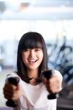 Lycklig sportig kvinna Arkivbilder