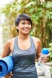 lycklig sportig kvinna royaltyfri fotografi