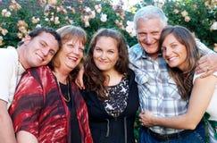 lycklig stående för familj arkivfoto