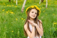 lycklig stående för flicka Fotografering för Bildbyråer