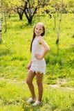 lycklig stående för flicka Royaltyfri Fotografi