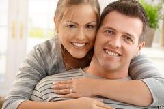 lycklig stående för par royaltyfri foto