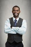 Lycklig stående och att le den företags ledaren arkivbilder