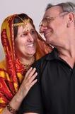 lycklig ståendepensionär för par Royaltyfri Foto