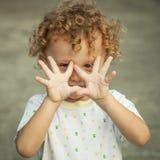lycklig stående för barn Royaltyfri Fotografi