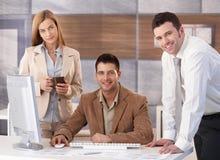 lycklig stående för businessteam Royaltyfri Fotografi