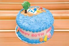 lycklig strandfödelsedagcake Arkivbilder