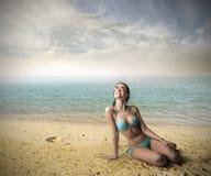 lycklig strandflicka Royaltyfri Bild