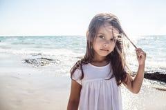 lycklig strandflicka little Royaltyfri Fotografi