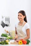 Lycklig sund bosatt livsstil i kök royaltyfria foton