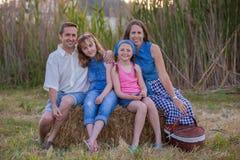Lycklig sund familj utomhus royaltyfria foton